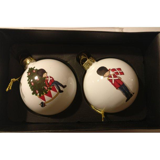 Julekugler med garder. 2 styks i æske.