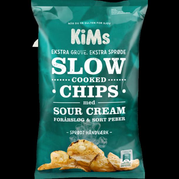 Kims Slow Cooked Chip med sour cream, forårsløg og sort peber, 150g