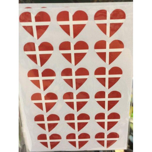 Klistermærker med flag, hjerte med Dannebrog. 36 styk.